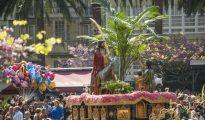 La Borriquita de la Cofradía de Dolores, primer paso cargado por mujeres en Ferrol hace treinta años