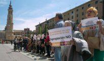 Esta mañana, cientos de personas se han concentrado ante el ayuntamiento de Zaragoza
