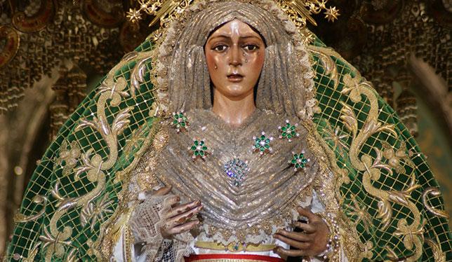 Virgen de la Esperanza Macarena con el manto camaronero