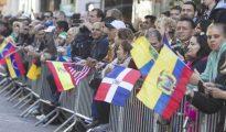 Banderas de países iberoamericanas en el desfile de las Fuerzas Armadas españolas.