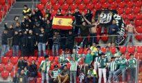 Aficionados del Betis, en San Mamés.
