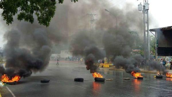 Barricadas en la avenida Bolivar de Valencia, en Carabobo