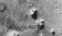 Imagen de Marte tomada por la sonda Viking 1, en 1975, de una colina con forma de cara