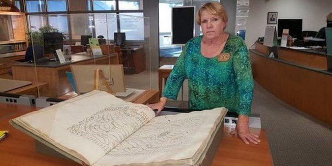 Elissa Davey, genealogista y fundadora del Proyecto Jardín de la Inocencia.