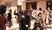 """Los respetuosos """"hermanos"""" de Kuki Gutiérrez matan a pedradas a un homosexual en Palmira (Siria)."""