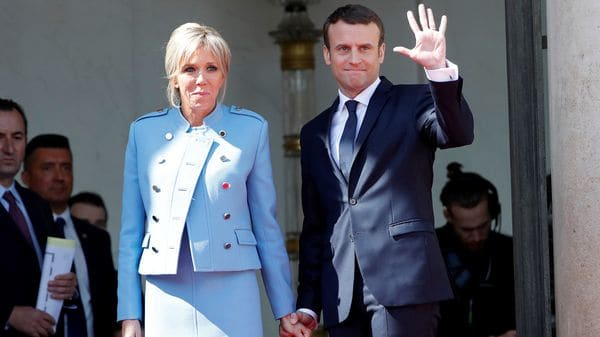 Macron junto a su esposa Brigitte Trogneux