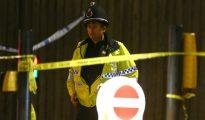 Un oficial de policía, en las inmediaciones del Manchester Arena el 23 de mayo de 2017, después de que un terrorista suicida asesinara a 22 asistentes a un concierto.
