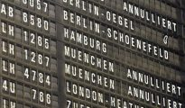Pantalla de vuelos en el aeropuerto de Colonia, Alemania.
