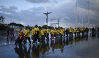 Cientos de peregrinos esperan al Papa en el centenario de la aparición de la Virgen