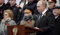 El presidente ruso hablar al final del desfile militar en Moscú