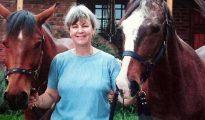 Sue Howarth fue salvajemente torturada en su granja surafricana junto a su marido. Murió dos días más tarde.