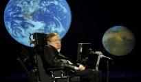 Stephen Hawking predijo que la fragilidad de la Tierra requiere una expansión a otros lugares