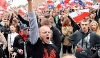 Identitarios polacos se manifiestan contra la entrada en su país de refugiados de origen musulmán.