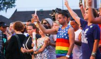 Homenaje a las víctimas poco después del incidente en la discoteca Pulse de Orlando