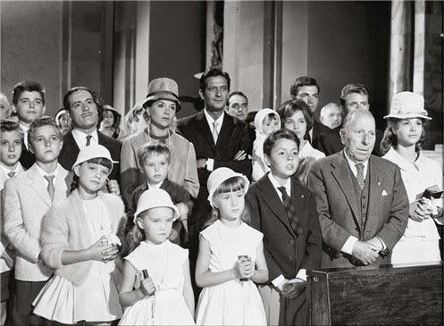 """Fotograma de """"La gran familia"""", dirigida por Fernando Palacios e interpretada en sus principales papeles por Alberto Closas y Amparo Soler Leal, uno de los mejores ejemplos de la sociedad española de los años 60."""