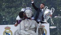 Marcelo y Sergio Ramos junto a la diosa Cibeles.