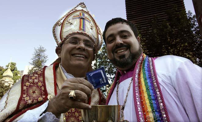 Mofas a los cristianos en el orgullo gay.