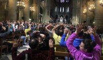 La policía gala mantuvo a 900 personas encerradas dentro de Notre Dame para asegurar la zona