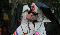 Las burlas a los católicos, teme recurrente en el orgullo gay.