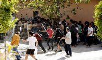 Imagen de archivo de un grupo de okupas asaltando el colegio mayor Luis Vives de Valencia