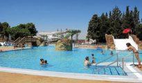 Instalaciones de las piscinas municipales en Monzón.