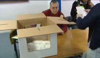Imagen de unas urnas de cartón