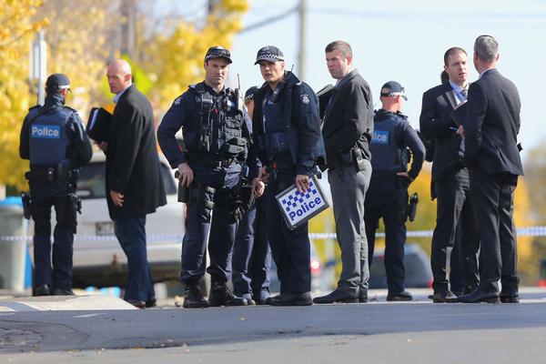 La Policía analiza el escenario de un ataque terrorista en Melbourne, Australia, el 6 de junio de 2017, el día después de que abatiera al atacante. (Foto: Michael Dodge/Getty Images)