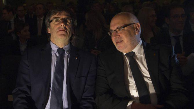 Carles Puigdemont (i), junto a Jordi Baiget