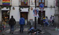 Basura desperdigada por las calles del centro de Madrid tras el día central del Orgullo Gay