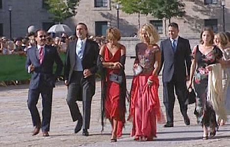 Francisco Correa (2º izda) junto a 'El Bigotes' en la boda de la hija de Aznar.