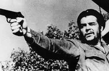 """""""Hemos fusilado, estamos fusilando y continuaremos fusilando a todos aquellos que no estén de acuerdo con nuestra gran revolución."""" (El discurso de Che Guevara ante la ONU en 1964). Quitó tierras y propiedades de los ricos, pero no las entregó a los campesinos, sino las dejó para la administración a los burócratas que destrozaron la producción y llevaron el hambre a Cuba."""