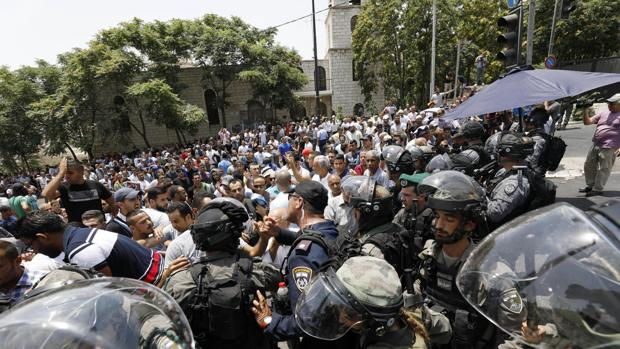 Cordón de seguridad israelí cerca de la Puerta del León, una de las entradas principales a la explanada de las mezquitas