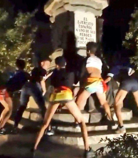 Comienza en Madrid el orgullo al mal gusto. Gay-mear-587x670