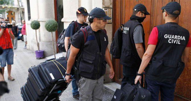Agentes de la Guardia Civil, en un registro anterior por el 'caso 3%