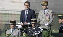 El jefe del Estado Mayor del Ejército francés, Pierre de Villiers y Emmanuel Macron