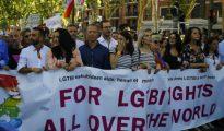 Los vicesecretarios de Estudios y Política Social del Partido Popular, Andrea Levy y Javier Maroto, respectivamente, junto con el presidente del PP Guipúzcoa, Borja Sémper, representan a la formación en la manifestación homosexualista.
