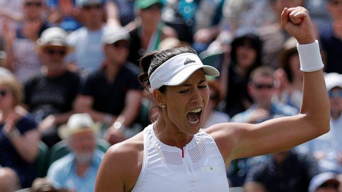 Muguruza celebra un punto conseguido en el partido de octavos de Wimbledon.