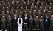 Rajoy y Cospedal, durante la visita a las tropas españolas desplegadas en base de Adazi en Letonia