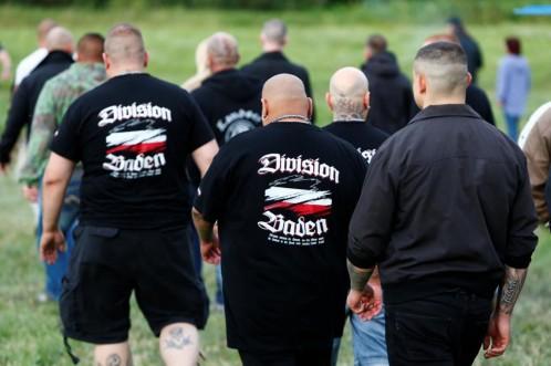 """Los participantes en el concierto, muchos de ellos con camisetas con la leyenda """"Al asalto de Themar"""""""
