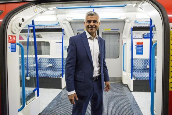 El alcalde musulmán de la capital inglesa, Sadiq Khan