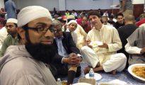 El primer ministro canadiense, Justin Trudeau, participando en una cena de ruptura del ayuno del Ramadán.