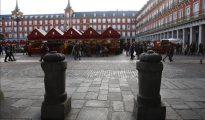Bolardos de protección en la plaza Mayor de Madrid (El Periódico)