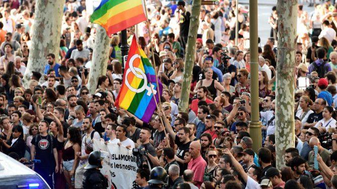 Imagen de los grupos ultraizquierdistas congregados el viernes en las Ramblas (AFP)