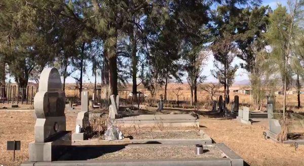Del cementerio de Estcourt habrían sacado cuerpos para comerse. Entre los detenidos hay un sanador.