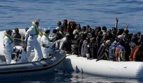 Inmigrantes africanos en las costas de Italia.
