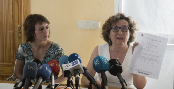 Juana Rivas comparece junto a la responsable de Igualdad del centro de la mujer de Maracena (Granada).