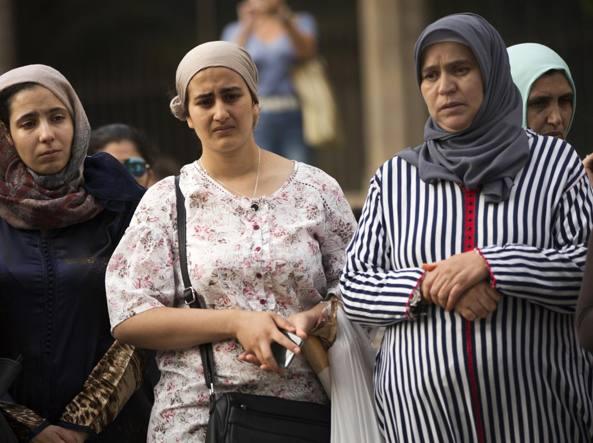 La madre del terrorista Younes Abouyaaqoub, primera por la derecha.