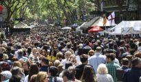 Las Ramblas de Barcelona durante el día de Sant Jordi.