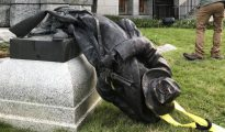 El monumento derribado en Durham