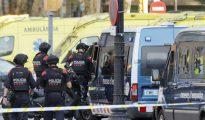 Efectivos policiales en el atentado terrorista perpetrado en las Ramblas de Barcelona
